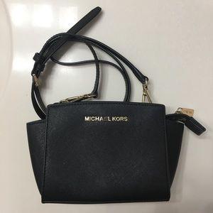 Micheal Kors black purse